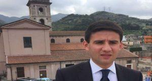 Saponara: il giovane consigliere comunale Calderone si dimette e continua il mandato da indipendente