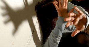 Violenza sessuale, maltrattamenti e lesioni ai danni della sorella: arrestati due fratelli
