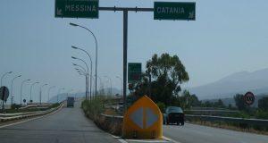 Autostrada A18: lavori al viadotto Bruinetta nei pressi dello svincolo di Fiumefreddo