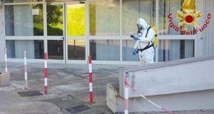 Fuoriuscita di sostanze chimiche da un laboratorio universitario: intervento dei Vigili del Fuoco