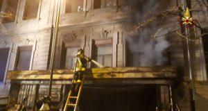 Incendio chiosco in via Palermo: coinvolta anche facciata dell'Ic Luigi Boer