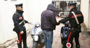 Tentano di fuggire dai Carabinieri perché a bordo di motorini rubati: arrestati due incensurati messinesi