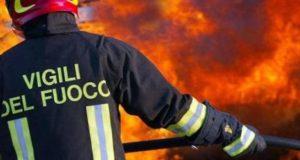 Letojanni, incendio distrugge un deposito