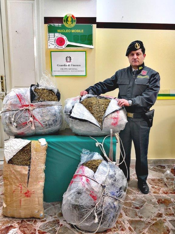 Arrestato corriere della droga e sequestrati 57 chili di marijuana