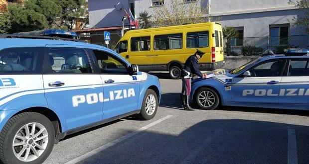Sicurezza su strada: la Polizia sospende dalla circolazione due scuolabus