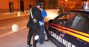 Minorenne carico di stupefacenti innesca colluttazione con Carabinieri per sfuggire al controllo: arrestato