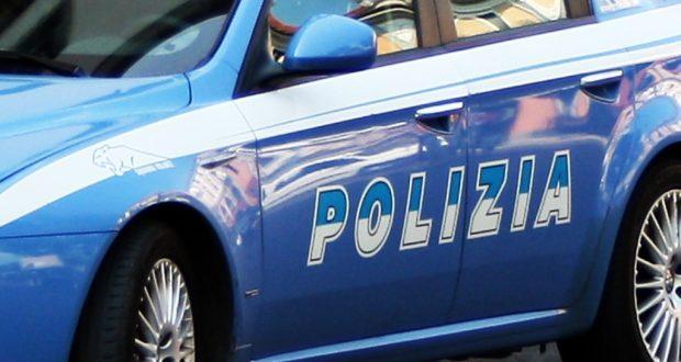 Trasportava auto rubata all'interno di un furgone: denunciato il conducente