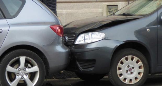Messina, incidente in via La Farina: due auto e una moto coinvolte