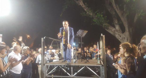 De Luca: possibile accordo con i Cinque Stelle, in delirio Piazza Cairoli