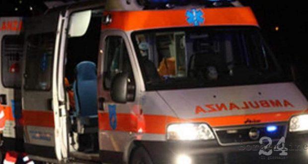 Messina, auto investe pedone in via del Santo: 19enne in gravi condizioni