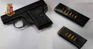 Arma e munizioni nel controsoffitto: arrestato 41enne