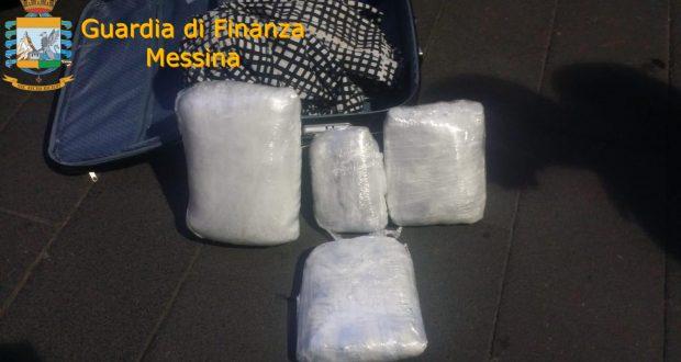 Arrestati due corrieri della droga: sequestrati oltre sei chili di marijuana