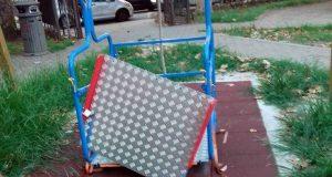 Milazzo: distrutta l'altalena per bambini diversamente abili a Villa Nastasi
