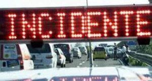 Terribile incidente stradale sulla A18: un morto e un ferito