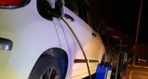 Rubava gasolio alle auto in sosta in un autogrill: arrestato
