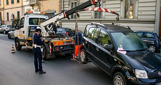 """Guerra al """"parcheggio selvaggio"""": rimossi 20 veicoli"""