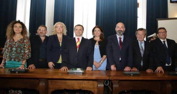 De Luca: Giunta comunale confermata e NO al commissariamento del Vittorio Emanuele