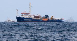 Sea Watch 3 sbarca a Catania: migranti maggiorenni all'hotspot di Messina in attesa di essere trasferiti