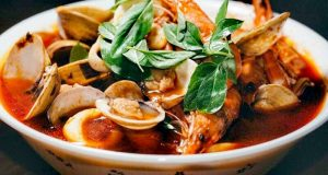 A tavola con gusto: zuppa di pesce alla siciliana, il mare in pentola