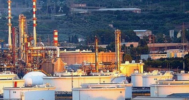 """8 marzo, sciopero alla raffineria di Milazzo: """"Giù le mani!"""""""