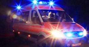 Panico in autostrada: cade la pala di un aeratore in galleria e centra un'auto in transito