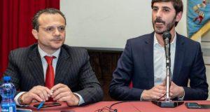 """Ex province,  De Luca: """"Mentre stanno chiudendo per fallimento Villarosa si diverte con il gioco delle tre carte"""""""