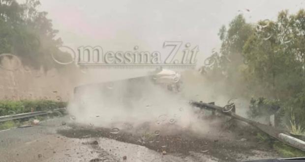 Camion si intraversa sulla Catania – Messina