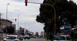 Miracolo a Tremestieri: il semaforo ritorna in funzione
