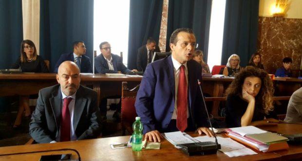 """Il sindaco di Messina Cateno De Luca respinge le dimissioni di Pippo Lombardo: """"Massima fiducia da parte mia"""""""