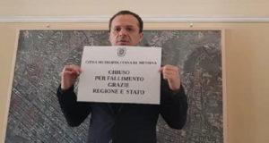 Città Metropolitana: De Luca barricato per protesta a Palazzo dei Leoni e in sciopero della fame