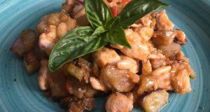 A tavola con gusto: caponata di melanzane con bocconcini di alalunga, ricetta estiva