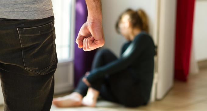 Violenza sessuale su minore e maltrattamenti in famiglia: la Polizia di Stato esegue tre misure cautelari per tre diversi casi