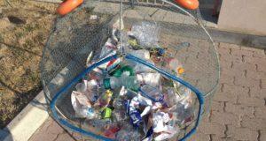 Pesce mangia plastica in azione a Villafranca Tirrena