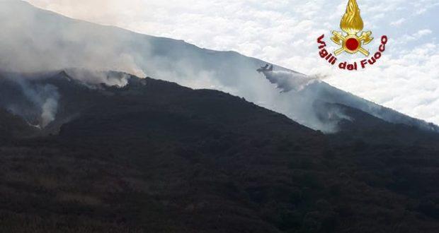 Eruzione Stromboli: le immagini dei Vigili del Fuoco – GALLERY
