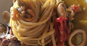 """A tavola con gusto: """"bavette in zuppa di mare"""", la ricetta senza glutine"""