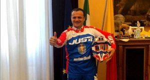 Enduro Messina, De Luca in moto nella sua stanza