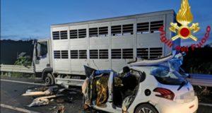 Morti 3 messinesi in un frontale auto-tir