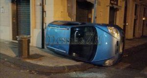 Messina, incidente al centro: auto si ribalta