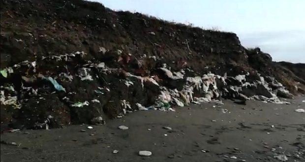 Milazzo, il mare riesuma un cimitero di rifiuti