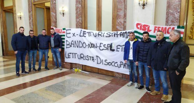 """Tornano a protestare i """"letturisti"""" Amam: """"Attendiamo il bando da mesi"""""""