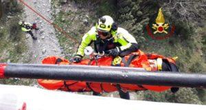 Motociclista cade in un burrone a Novara di Sicilia: soccorso da elicottero VVF