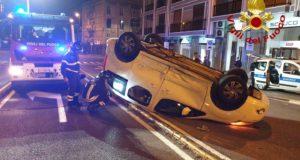 Viale Boccetta: Si ribalta auto, ferito il conducente