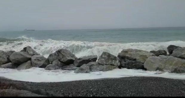Galati Marina  il mare torna ad invadere le case