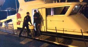 Carabinieri trasportano ossigeno ad un grave malato sull'isola di Vulcano