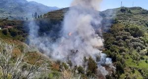 Incendio a Rometta: il sindaco infuriato sui social