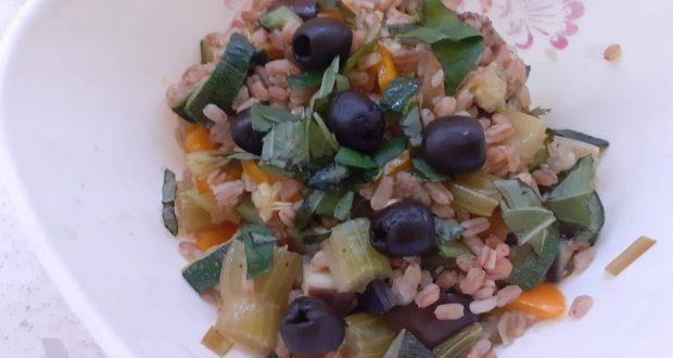 """A tavola con gusto: """"insalata di farro con verdure"""", ricetta"""