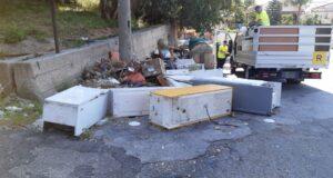 Messina: elettrodomestici 'cannibalizzati' abbandonati in strada