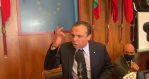 """Cateno De Luca: """"Non ci sono più le condizioni per restare in questo palazzo, non strappo le mie dimissioni"""""""