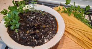 A tavola con gusto: spaghetti al nero di seppia e piselli