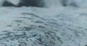 Imperversa il libeccio su Messina, traghetti bloccati a Tremestieri, preoccupazione a Galati Marina (video)